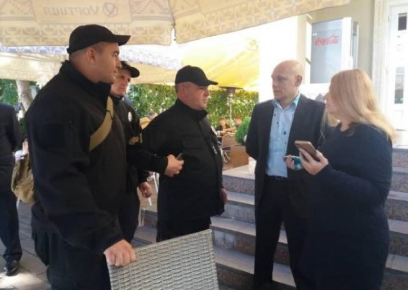 В Запорожье пытались сорвать шествие «Полка победы» и облили зеленкой Бережную
