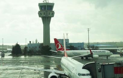 В результате взрывов в аэропорту Стамбула погибли не менее 10 человек