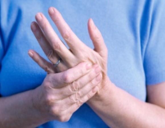 Почему дрожат пальцы рук причины и лечение