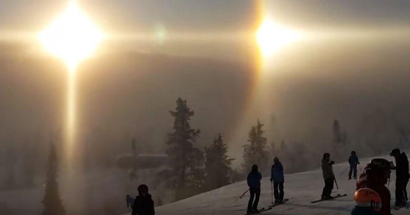 Туристы были на горе, когда увидели необычное свечение солнца. Когда они посмотрели на эти кадры, у них пробежали мурашки по коже!