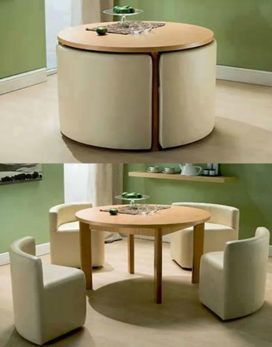 Обеденный стол и 4 кресла складываются и превращаются в небольшой декоративный столик.
