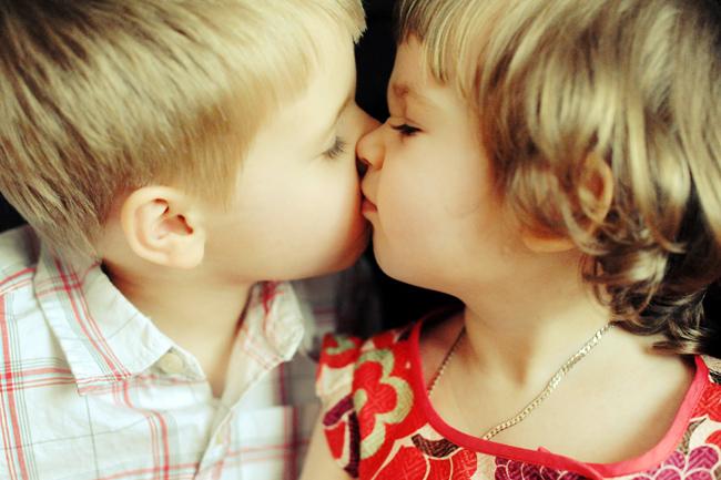 Девушки целуются (91 фото) Триникси 64