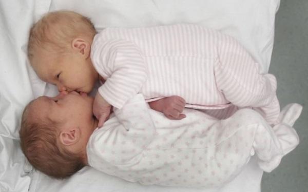 Эта женщина стала матерью двух пар близнецов. Но через 12 лет ее ждал новый сюрприз!