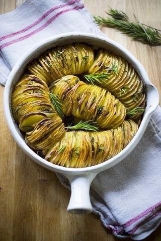 Картофельная гармошка с чесноком