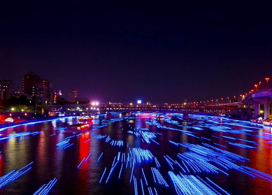 11 100.000 Голубые Шары, Плавающие Вниз по Реке В Токио