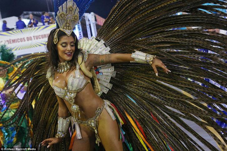 Шоу должно продолжаться – в Рио-де-Жанейро стартовал карнавал 2016