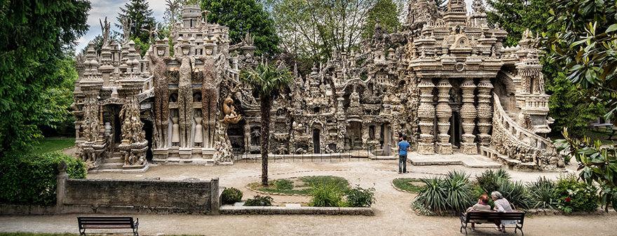 Французский почтальон 33 года строил дворец из гальки, собранной им по пути на работу