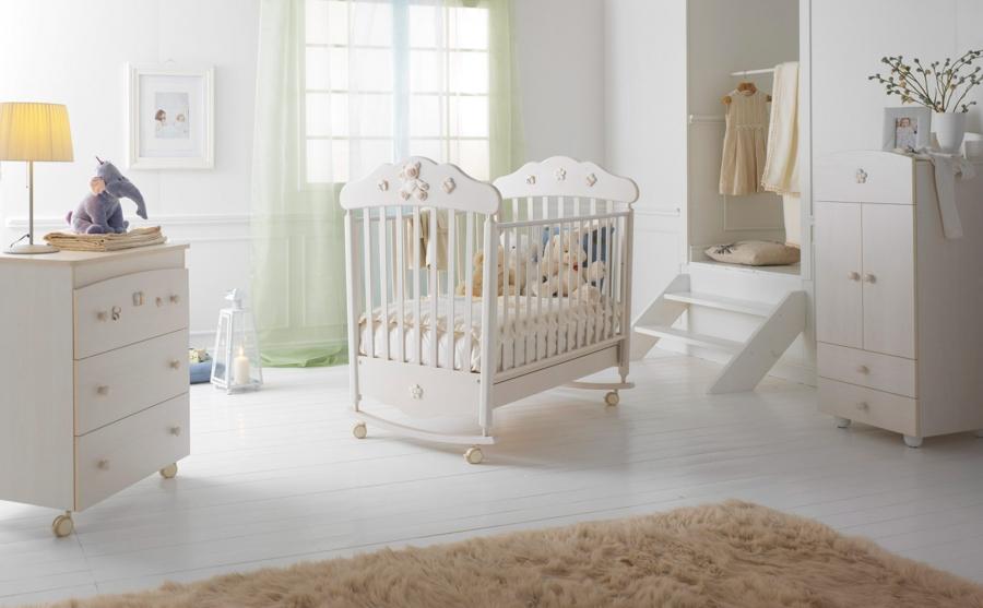 Белая детская комната — популярный вариант