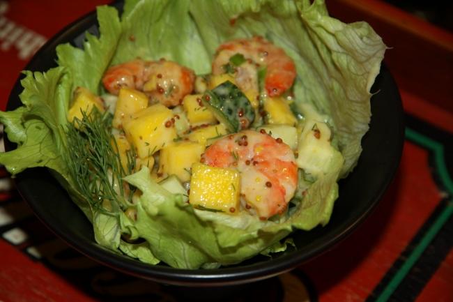 Салат из манго с креветками фото