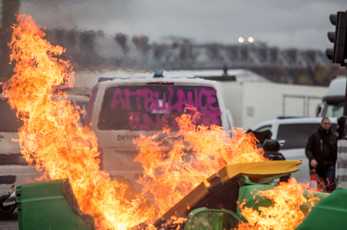 Так просто: премьер Франции пошел навстречу протестующим и запретил повышать цены на топливо