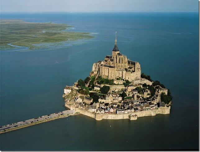 Остров Мон Сен-Мишель: неприступный замок