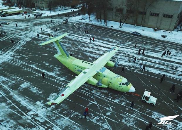 National Interest сравнил похожие Ан-140 и Ил-112В: Россия или Украина?