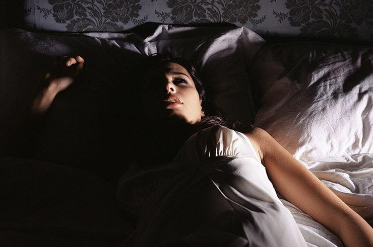 Сонный паралич: причины и как его избежать