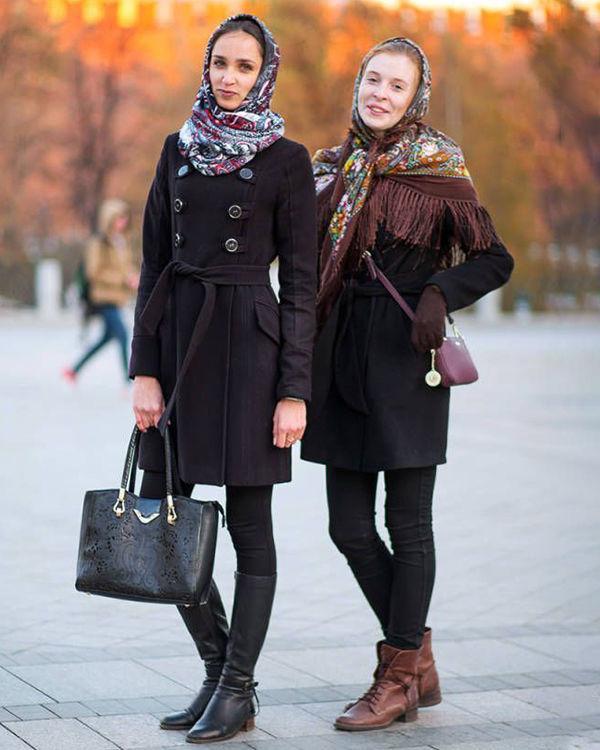 черные джинсы и пальто фото, павлопосадский платок фото