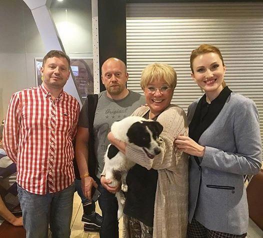 Илона Броневицкая подобрала в краснодарском аэропорту бездомную дворняжку