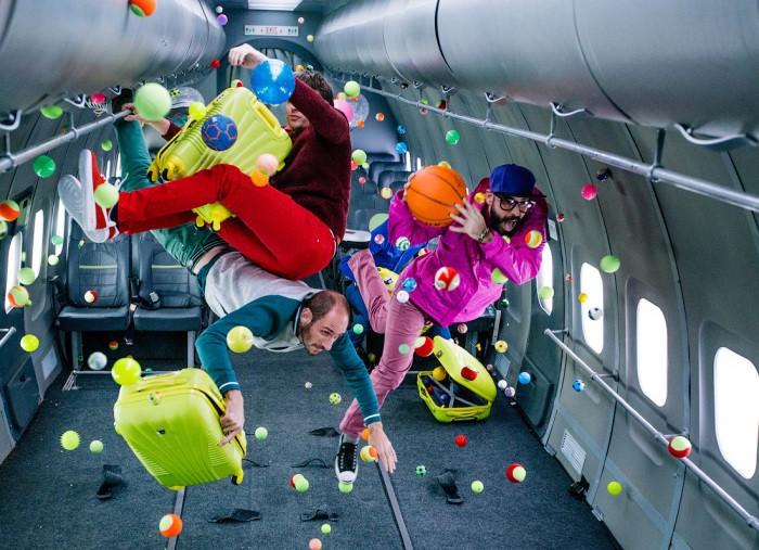 Чикагская группа OK GO сняла первый в мире клип в невесомости на борту российского самолета-лаборатории Ил-76. Видео