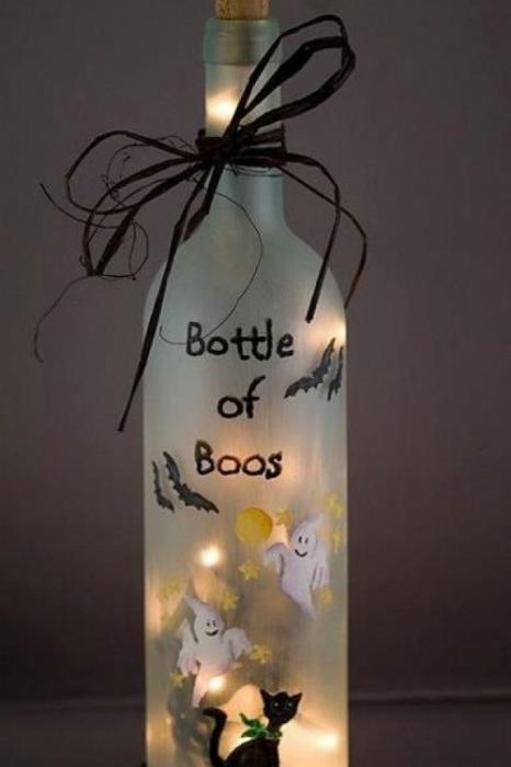 Идеи превращения винных бутылок в стильные и функциональные: Праздничный светильник. Раскрасьте бутылку специальными красками или сделайте аппликацию, а во внутрь вставьте свечку.