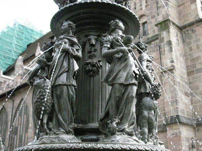 Оригинальные памятники и скульптуры со всего мира фото
