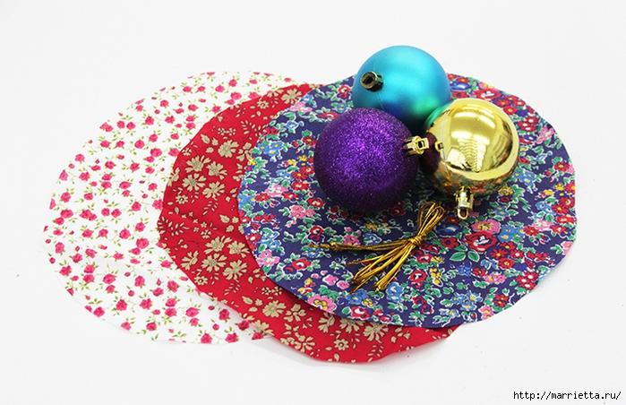 Новогодние венки из елочных шаров (11) (700x452, 279Kb)