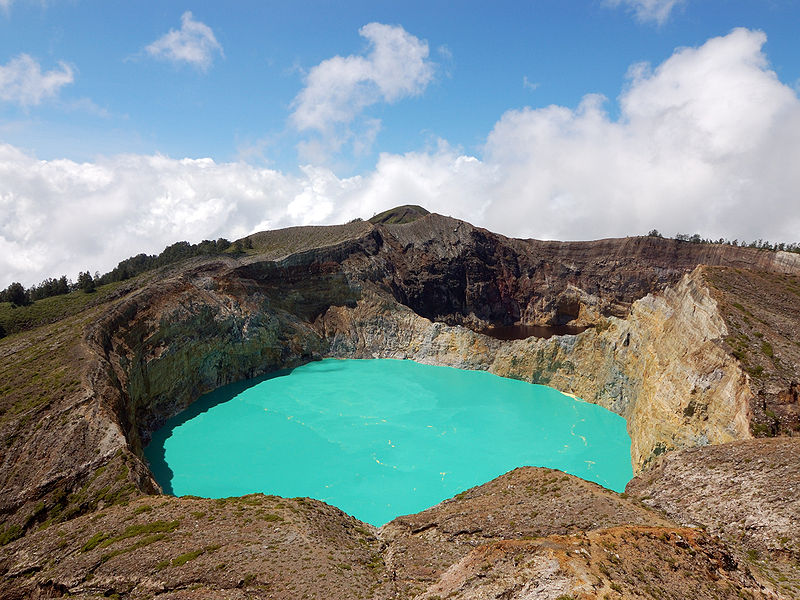 Кратерное озеро Келимуту, остров Флорес, Индонезия.