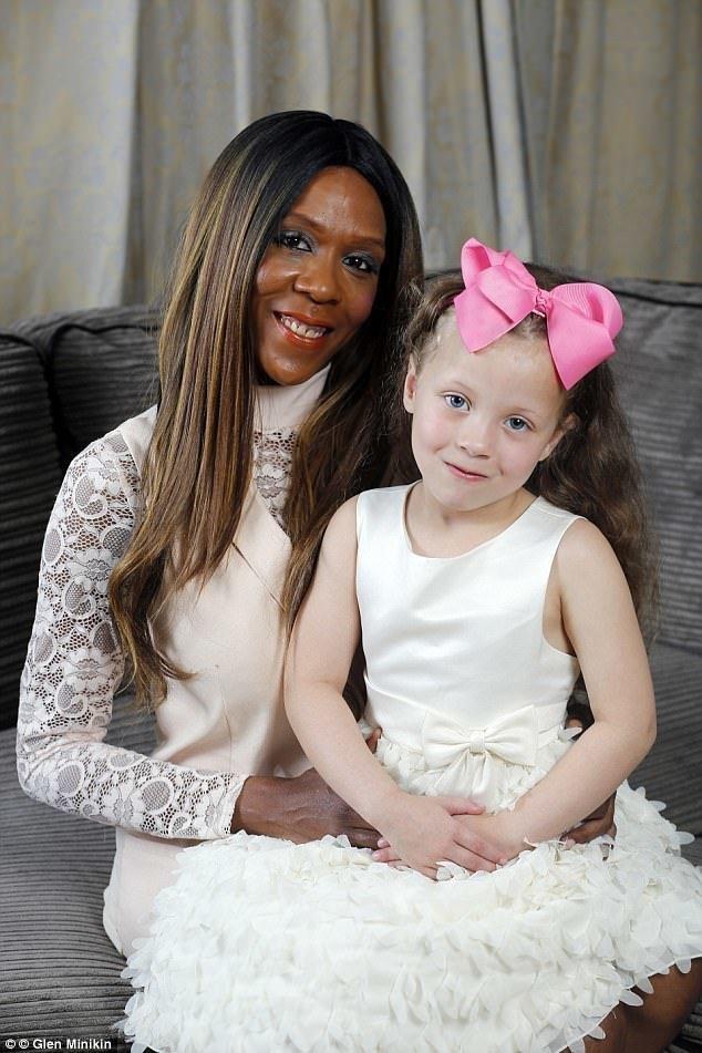 Один случай на миллион: у темнокожей женщины родилась белая девочка