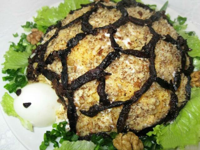 Салат черепаха с черносливом рецепт с с курицей с грецкими