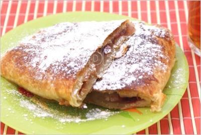Ленивый пирог с яблоками и корицей