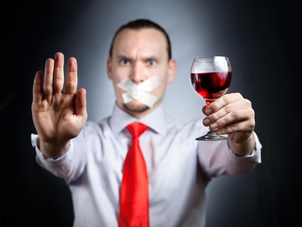 Алкоголь - самый опасный враг твоей печенки