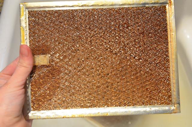 Простой способ почистить фильтр кухонной вытяжки