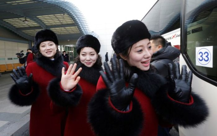 Северокорейские болельщицы н…