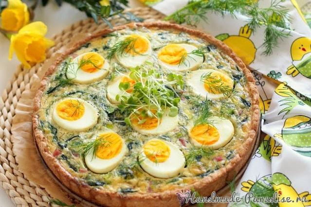 Весенний тарт со шпинатом и яйцами