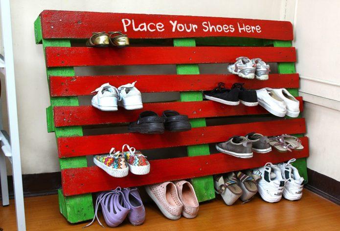 Обувница из подручных матери…