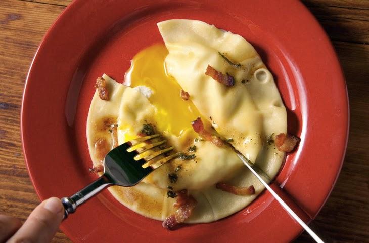Равиоли с яйцом и сыром