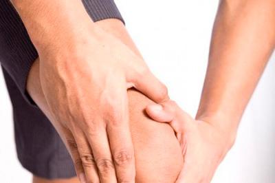 Опасен ли хруст в коленях?