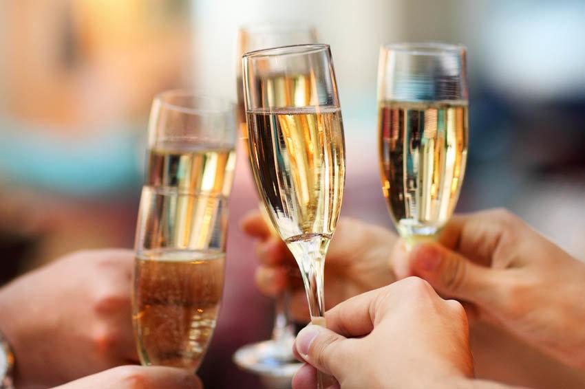 Минимальные цены на шампанское введут с 26 июля