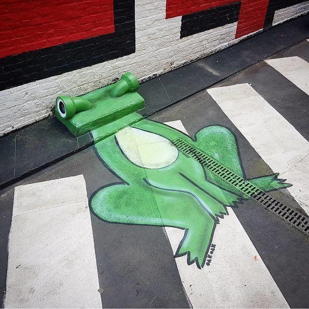 Лягушка в Брюсселе вандализм, граффити, инсталляция, искусство, мир, творчество, улица, художник
