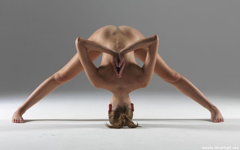 Голая йога - зрелище невероятной красоты