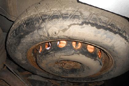 Петербуржец попытался провезти в запасном колесе сосиски из Финляндии