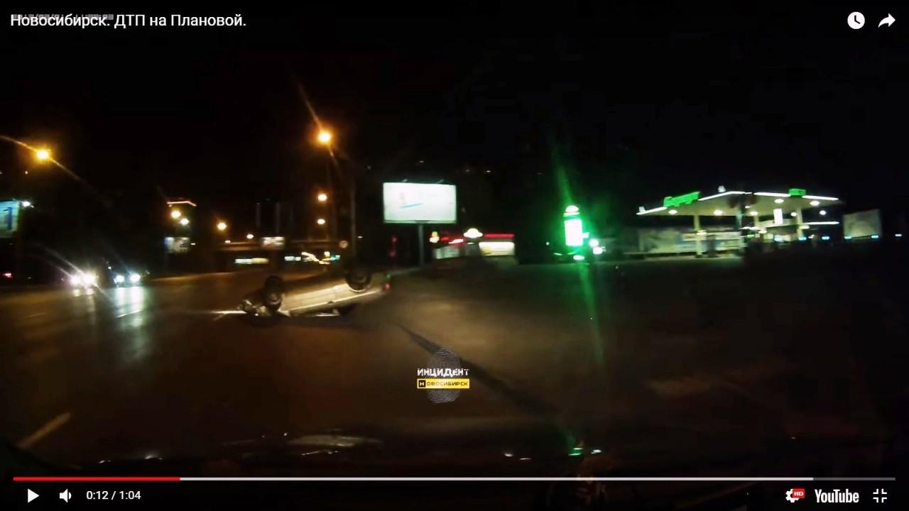 В Новосибирске очевидцы помогли пьяному водителю в перевёрнутой «Тойоте»