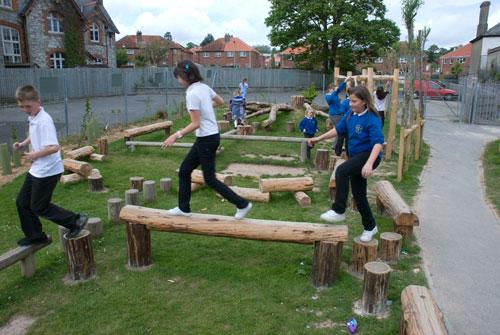 Детская площадка своими руками из подручных средств на даче