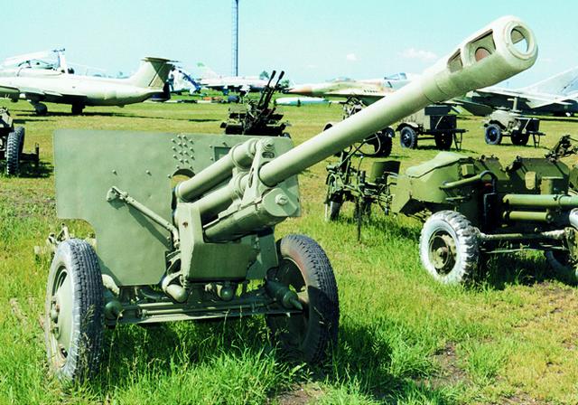 Противотанковая пушка ЗИС-3 (экспозиция технического музея ВАЗа)