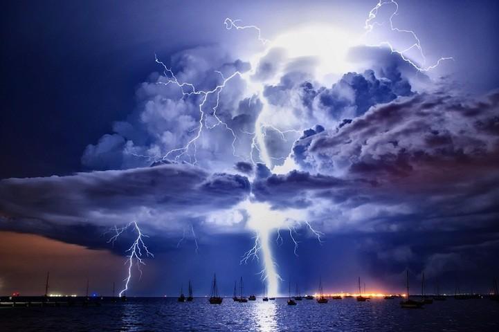 Красота стихии: облака и грозовые тучи