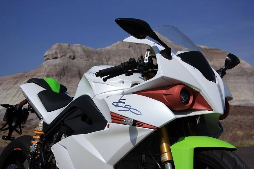 Электроцикл Energica Ego появился в первом представительстве
