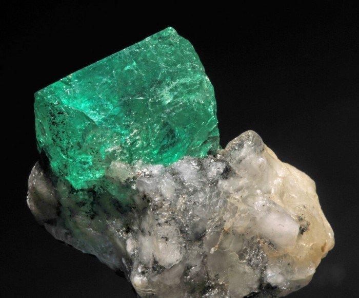 Какие камни считаются драгоценными и почему?