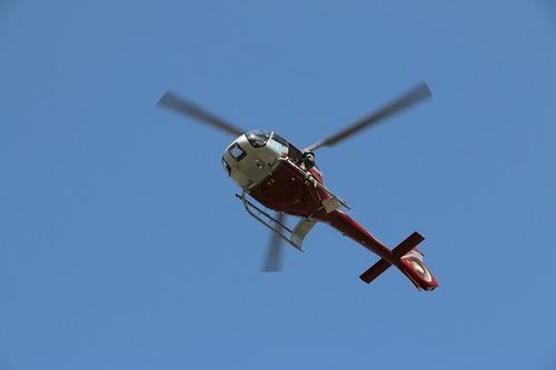 Несколько центнеров жидкого бетона вылилось с вертолета в Японии во время полета