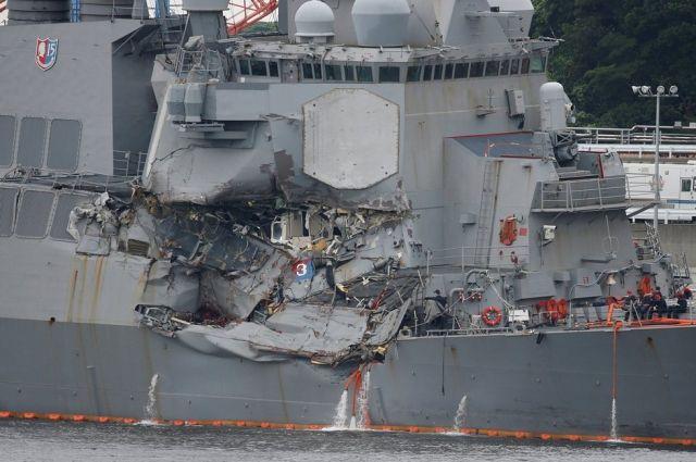 Столкновение эсминца «Джон Маккейн» с торговым судном