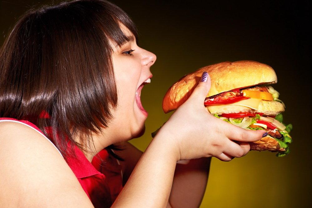 Ученые выяснили причину переедания