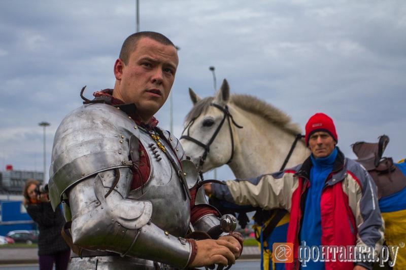 Рыцарь на белом коне сделал предложение стюардессе предложение, рыцарь, стюардесса