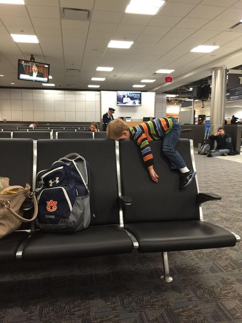 Когда очень сильно устал ждать рейс аэропорт, интересное, прикол, самолёты, фото