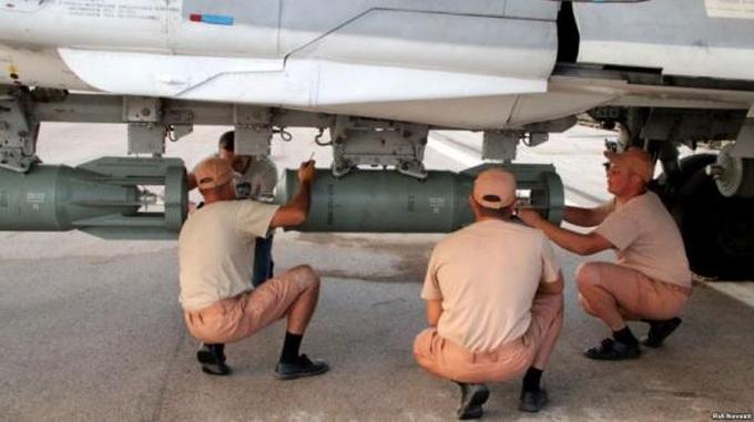 Западные военные аналитики в шоке: русские бомбы за копейку падают также точно как американские за миллион